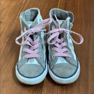 Sz 8 toddler Converse tennis shoes